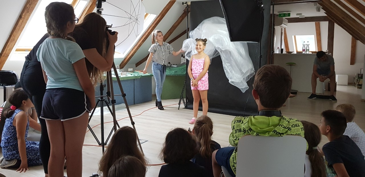 TRI DI ART gyerektábor-3. nap - Fotofilm - elméleti valamint technikai ismeretek élsajátítása - videokamera és fényképezőgép